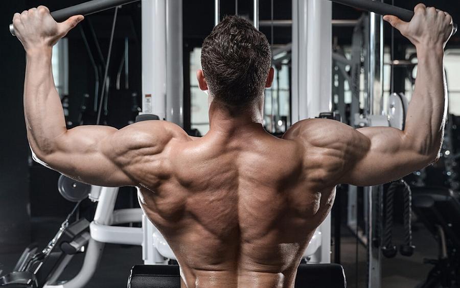 Kéo cáp ngang mặt giúp cơ bắp cuồn cuộn hơn