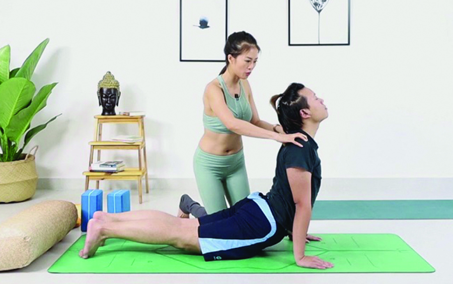 Đánh thức cơ thể bài tập Yoga bảo vệ cột sống