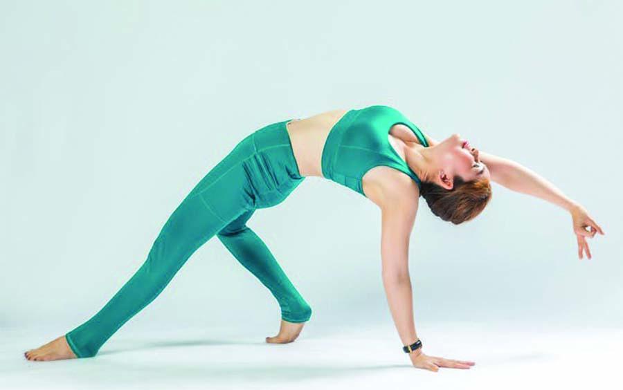 Nhờ những động tác nâng cao, cơ thể bạn có được sự dẻo dai, khỏe mạnh.