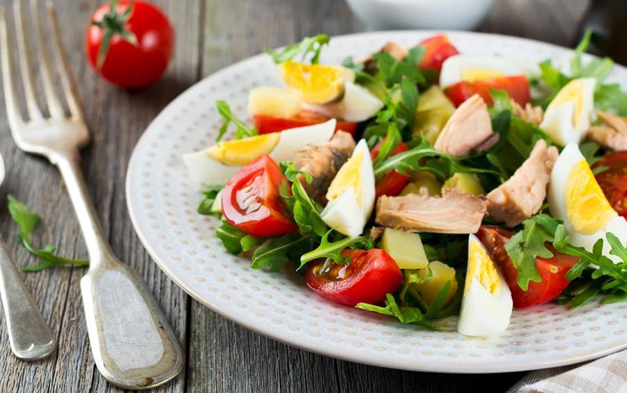 Giảm cân 13 ngày ăn kiêng phi hành gia với Salad trứng
