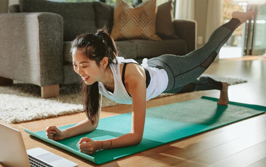Nữ giới tập gym tại nhà