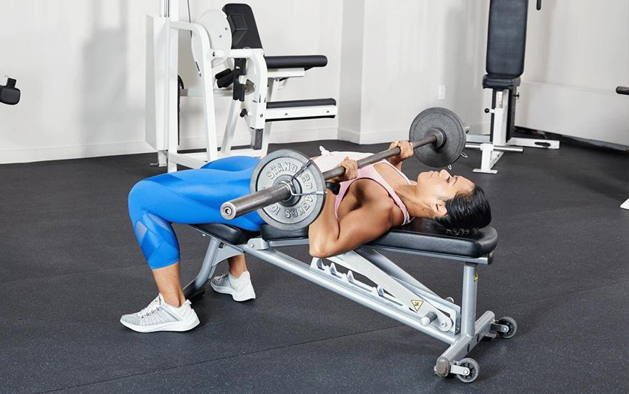 Barbell Bench Press là bài tập làm săn chắc cơ ngực và tăng kích thước vòng 1