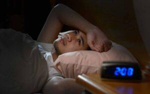 Thức khuya ngày càng trở thành thói quen phổ biến của nhiều người.